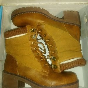 Womens rouge boots size 6